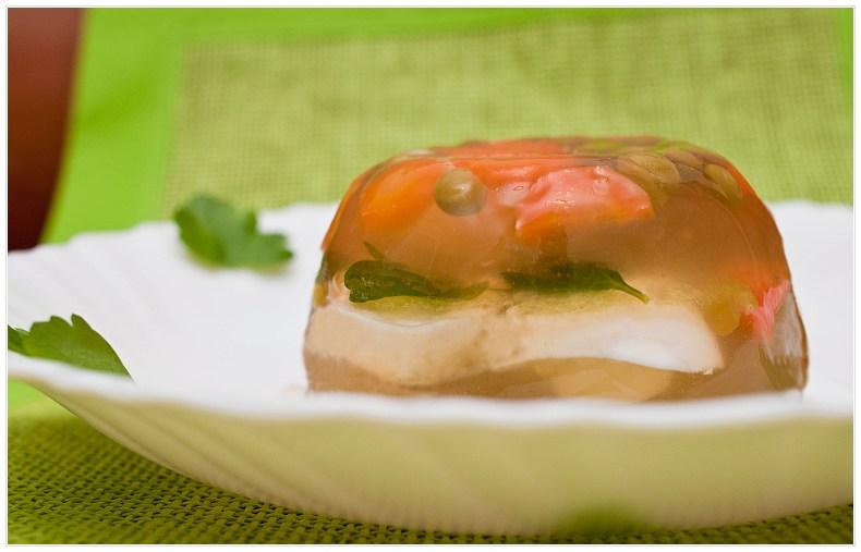 Jajka pzrepiorcze w galarecie z warzywami
